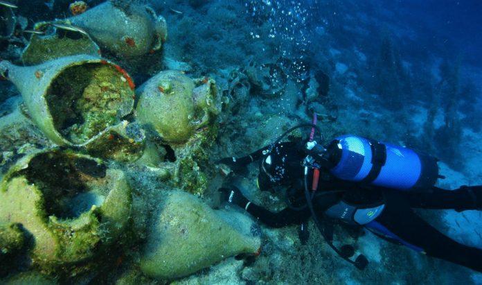 Η ενάλια αρχαιολογική έρευνα στους Φούρνους έφερε στο φως άλλα οκτώ ναυάγια