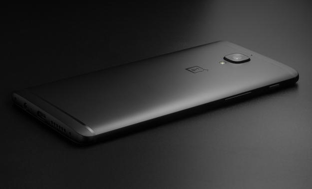 Ποιος κατασκευαστής κινητών συλλέγει τα data των χρηστών χωρίς να τους ρωτά;