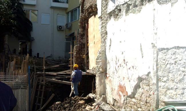 Κατάρρευση διατηρητέου κτιρίου στον Πειραιά