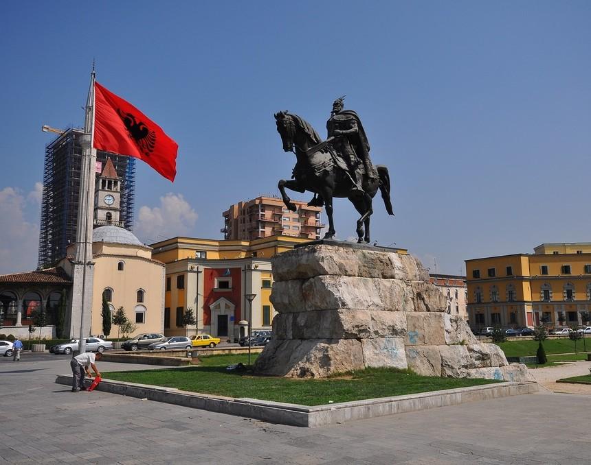 Η Ελλάδα ο μεγαλύτερος επενδυτής στην Αλβανία και το 2016