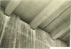 uni 032 Εγκοπές στο τοιχίο για να πατήσουν οι προκατασκευασμένες πλάκες πλάτους 2,40  με άξονες δοκών 1,20