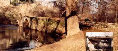 Παλιά πέτρινη γέφυρα στον ποταμό Αγκίτη με οξυκόρυφα τόξα. Μετατράπηκε σε αμαξιτή με πρόσβαση κατασκευασμένη από σιδηροδοκούς...
