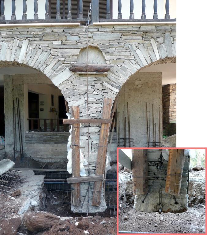 Καλλιτεχνικά: ανάρτηση πεσσού ξηρολιθιάς με δυο βέργες Φ8 για την κατασκευή υποθεμελίωσης σε επέκταση κατοικίας (εννοείται, ο σιδεράς δεν έβαλε χέρι από κάτω...)